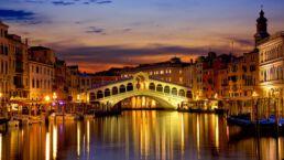Photo of Rialto Bridge, Venice, Italy at night
